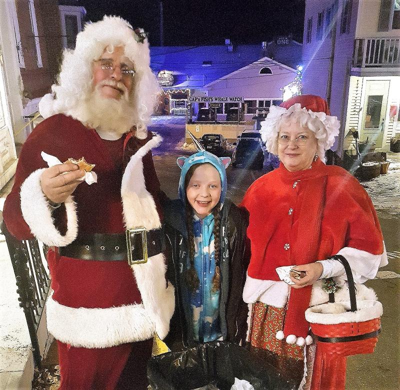 Men's Night: Cold, Shoppers, And Santa And Mrs. Claus