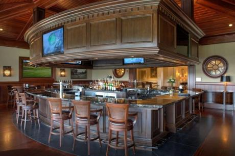 sports bar boothbay harbor country club grille 19 lunch dinner outside patio glidden point oyster cocktails beer wine golf pro shop golf course mid coast boothbay maine
