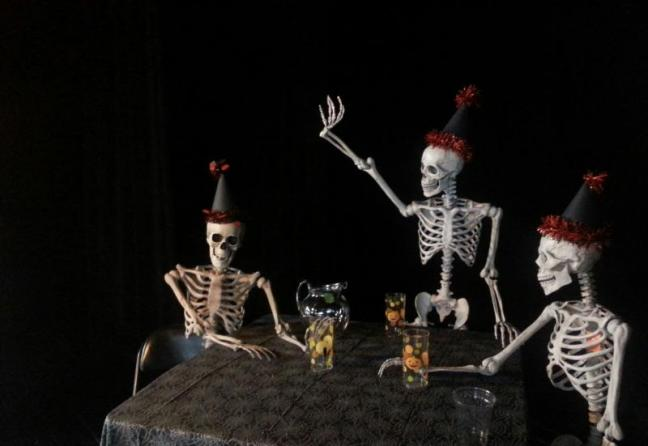Skeleton partiers